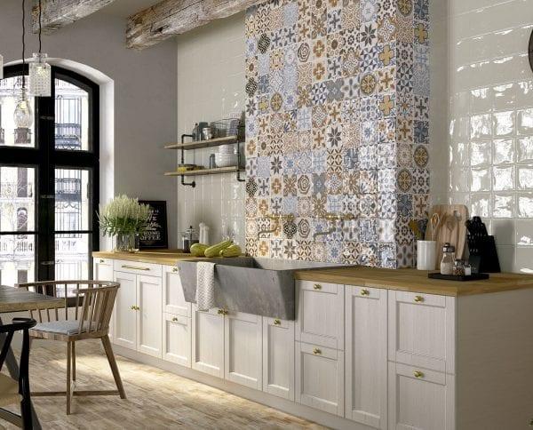 Azulejos hidráulicos en AMBIENTE NINIVE CON CENTURY WHITE 15X15
